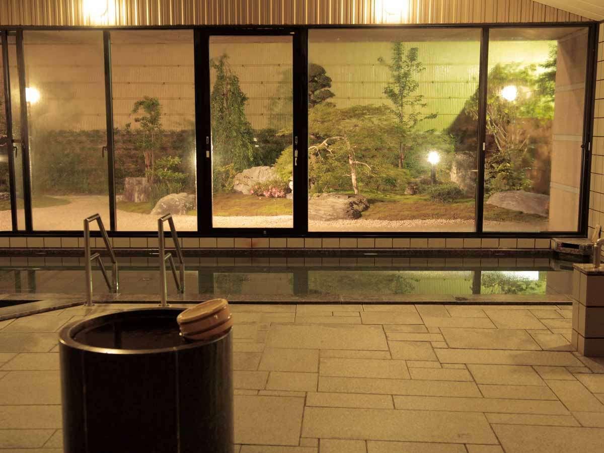 【南紀月の瀬温泉】大きな窓からは中庭が見えます