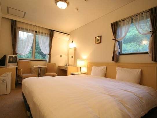 全室こだわり寝具フカフカ羽毛布団デュベスタイルです。オリバー社製快適ベッド使用。空気清浄機を完備。