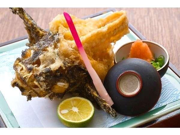 オコゼのから揚げ。急流に揉まれた来島のおこぜは美味(例)