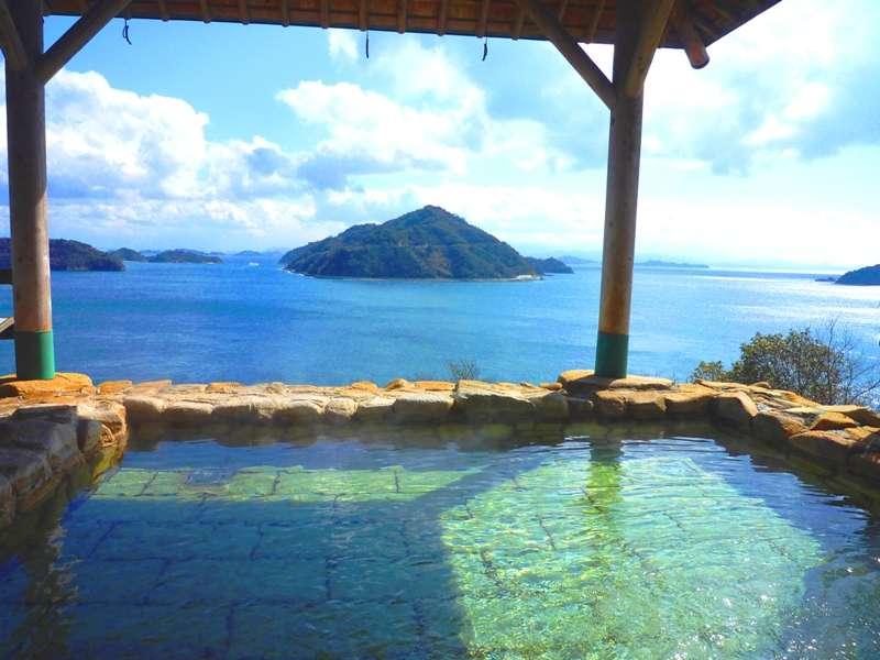 露天風呂から瀬戸内の多島美を望めます。