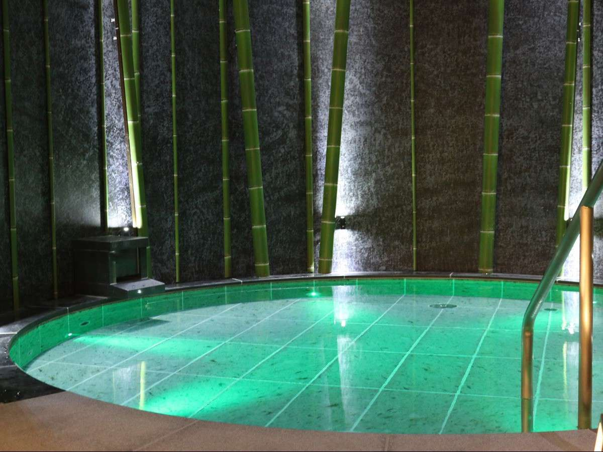 露天風呂(竹をモチーフにした円(まどか)の湯)