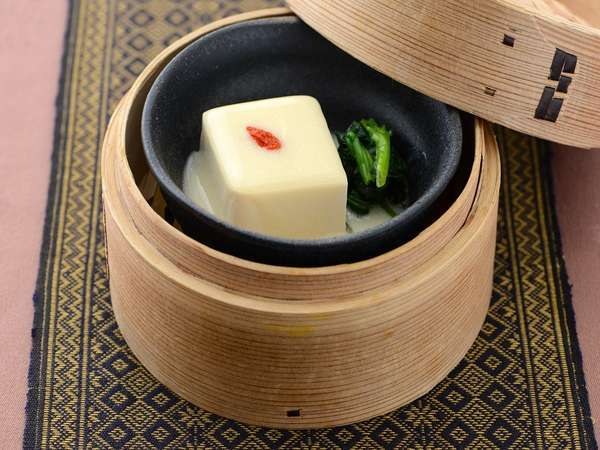【十六穀米ヘルシー朝膳】伊豆の老舗豆腐を豆乳ソースで(富戸港 日吉豆腐)