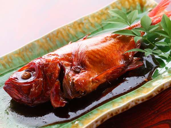 【金目鯛の姿煮】人気の一品。地元港にあがる近海物にこだわってます