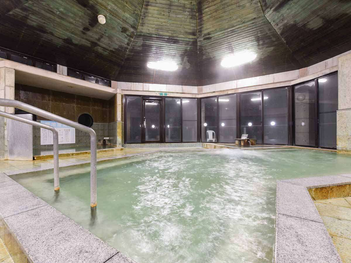 *【大浴場・男湯】広々とした大浴場でごゆっくりお寛ぎください。