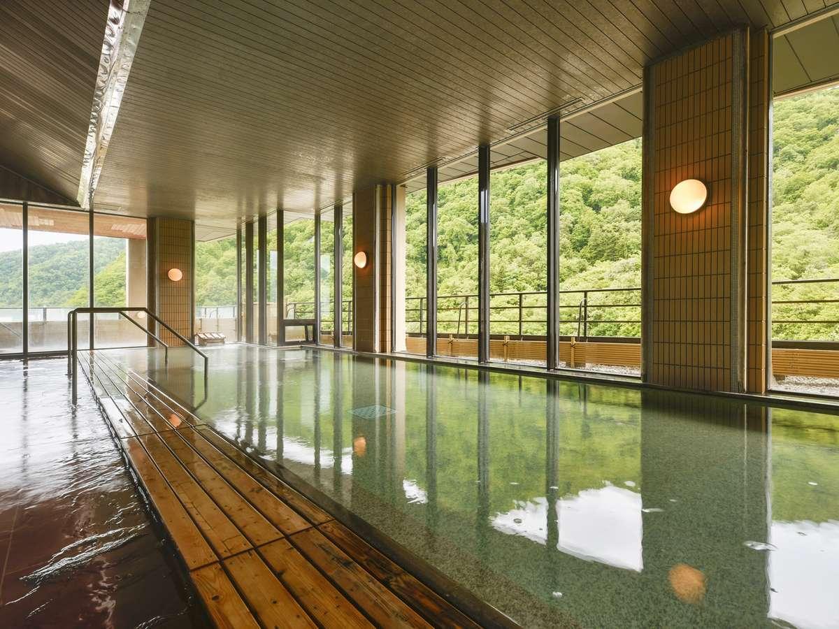 【12F 風月/内湯】最上階に完備した大浴場からのパノラマ絶景を
