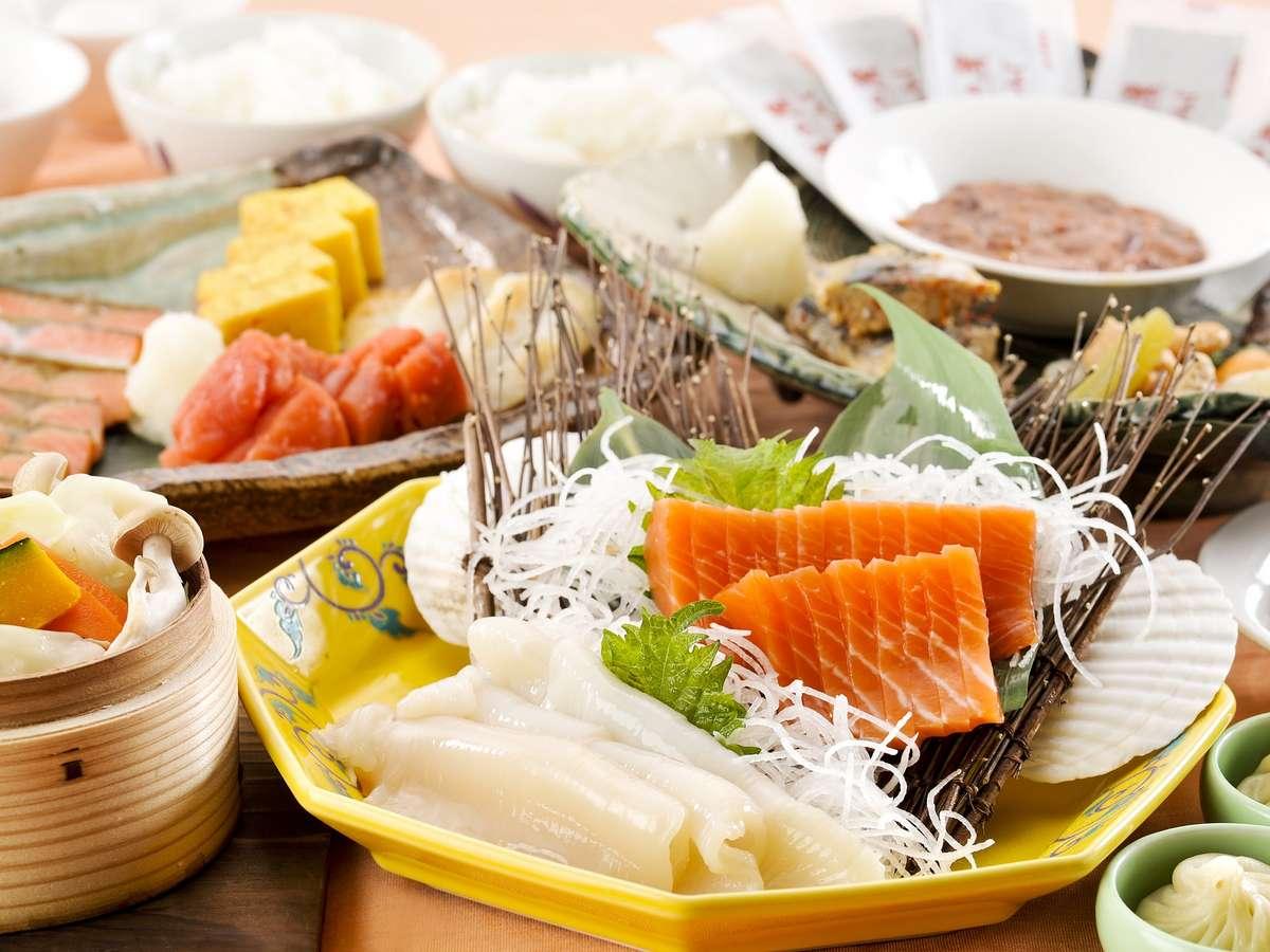 【朝食/DOマルシェ】旬の刺身、季節の野菜蒸しなど、北海道の味覚を感じる