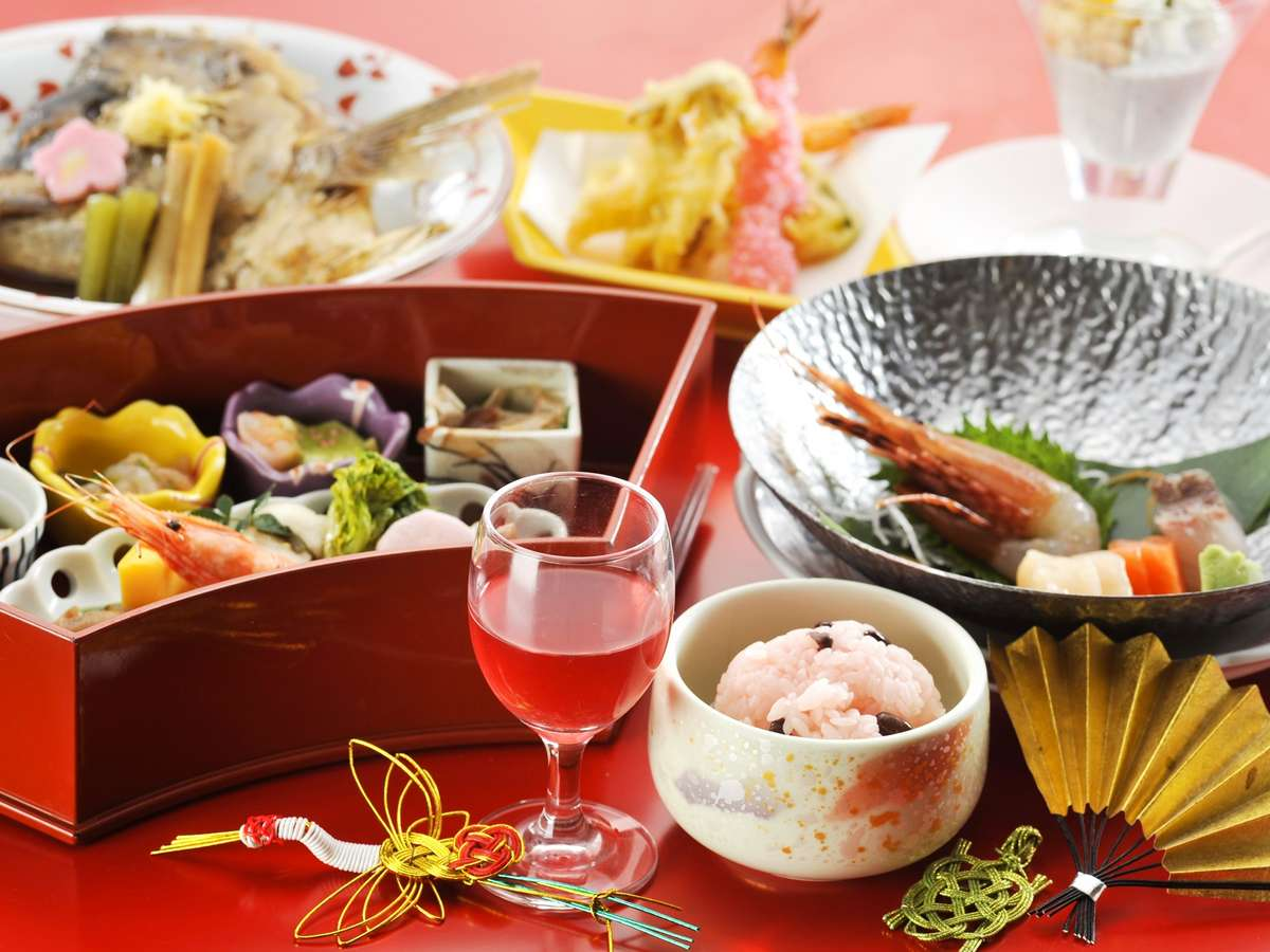【お祝い会席 福寿】鯛の兜煮や赤飯など、お祝いの席に花を添える会席膳