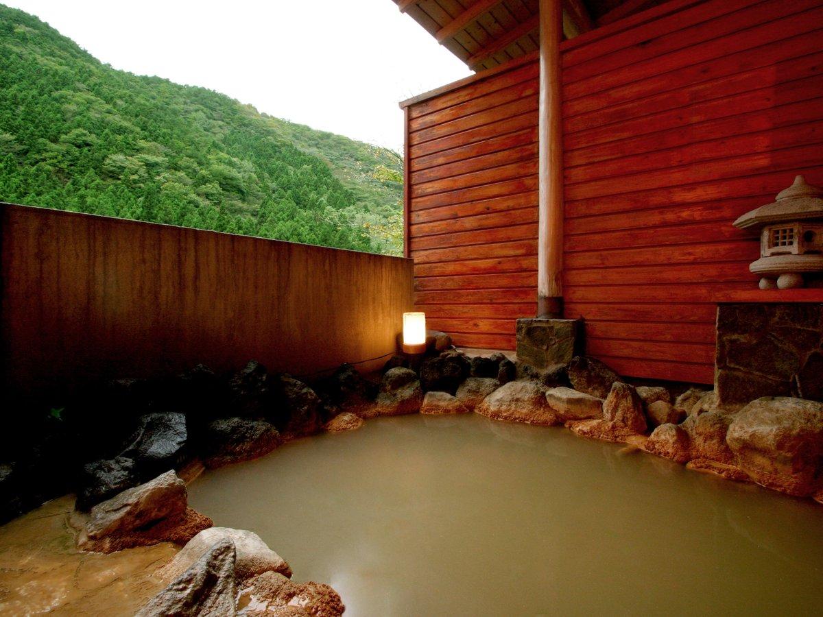 【温泉】大浴場に併設の露天風呂。加温をしていないかけ流しなので、冬季は温度が下がります。