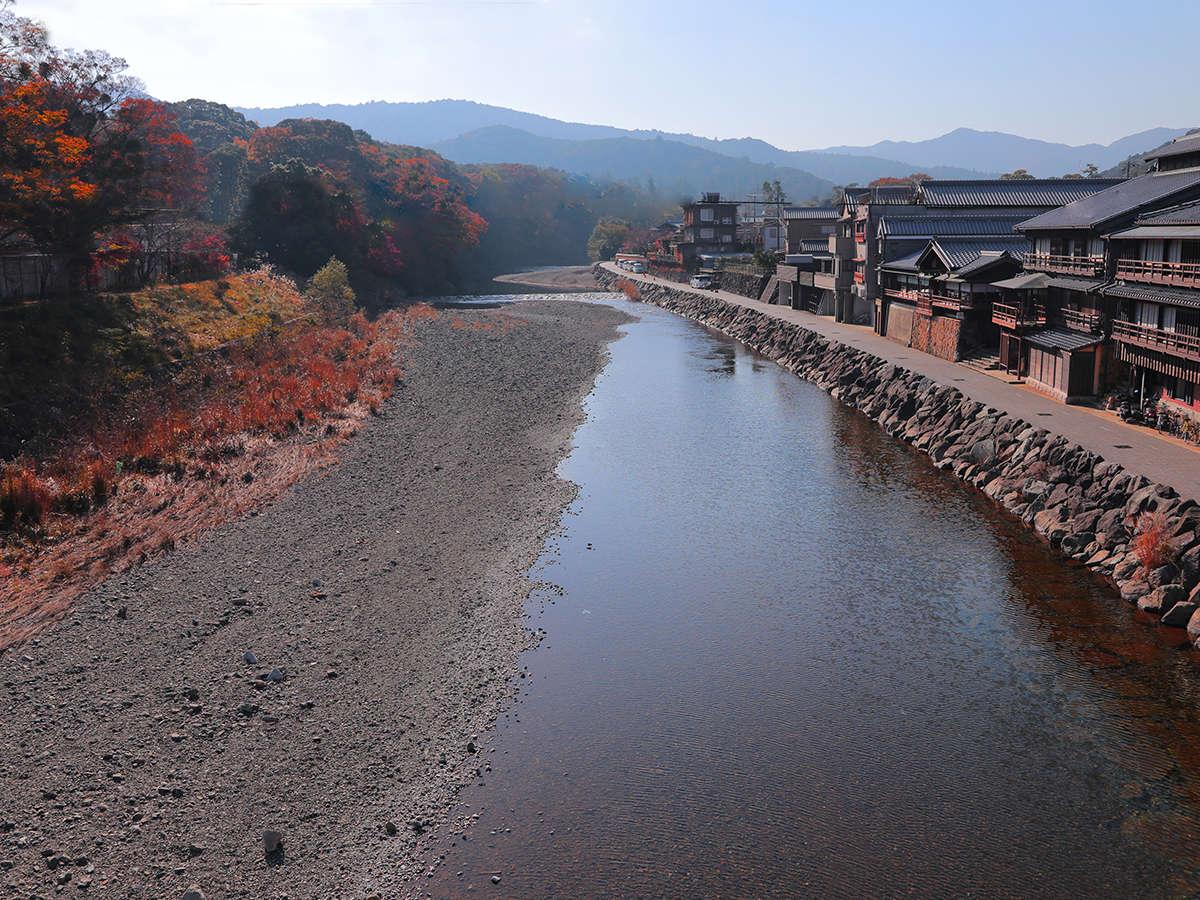 ■五十鈴川■内宮参道に隣接した川。昔から参拝前にここで透き通る水に手を浸し洗い清めます