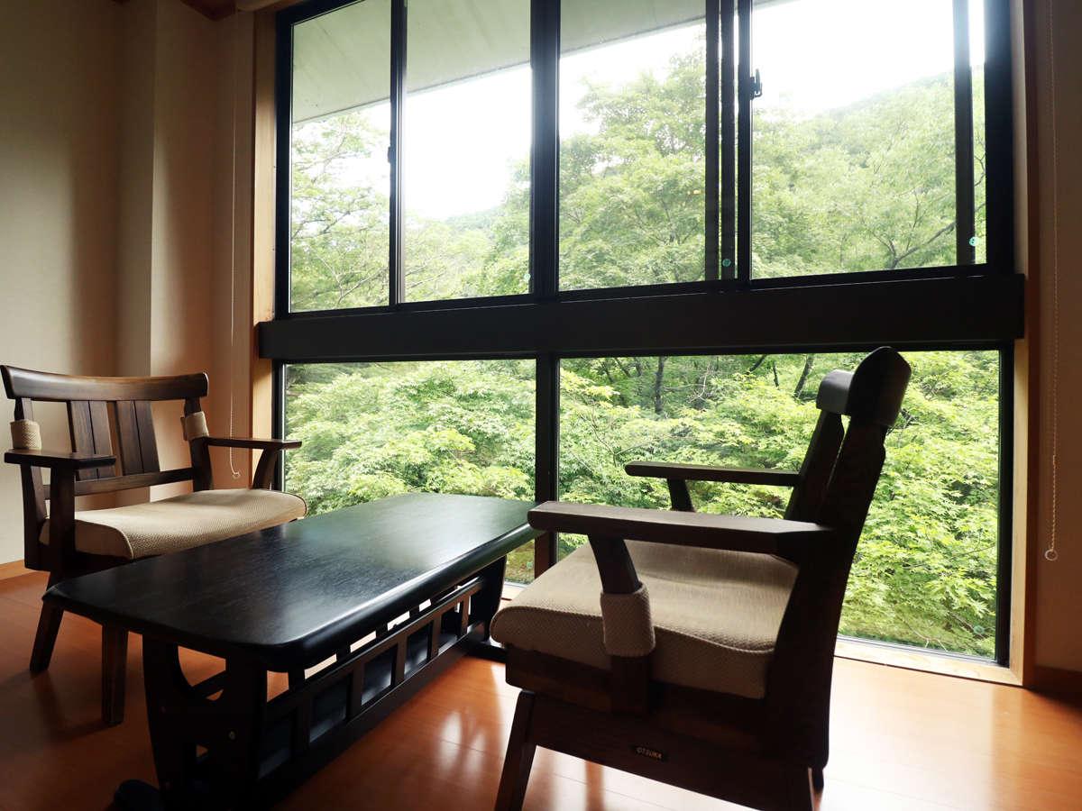 お部屋からは四季折々の景色が眺められゆったりとお過ごしいただけます。
