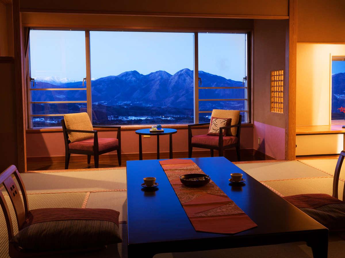 ◆眺望客室◆朝・昼・夕と時間が経つにつれて、雰囲気を変えていく上州の山並みをお楽しみください
