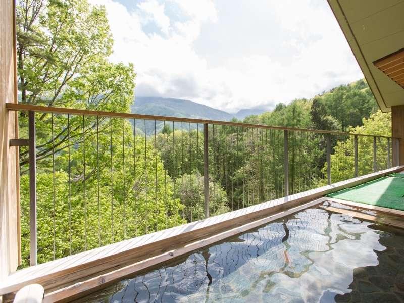 アルプスの山々を望みながら入る露天のお風呂が旅の気分を盛り上げます。