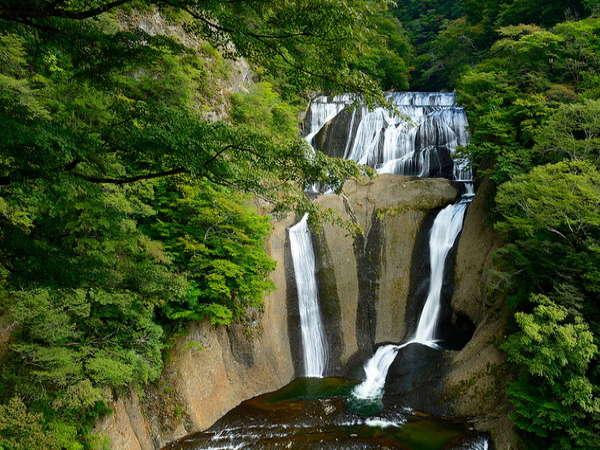 【袋田の滝】当館から60km。日本三大名瀑の一つで、日本の滝百選で1位になったことも