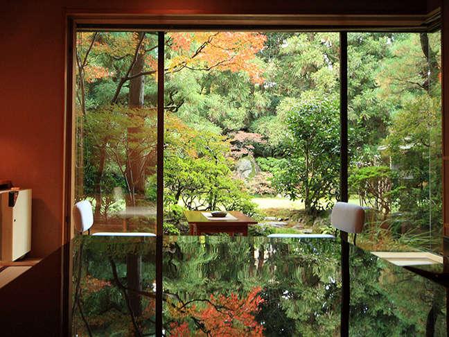 【衆芳亭】自然の音を聞きながらゆっくりとお寛ぎいただけます。