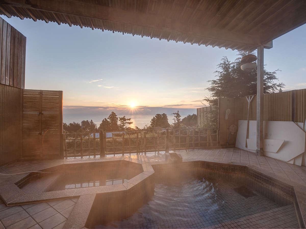 *【露天風呂】朝日を眺めながらの入浴も。