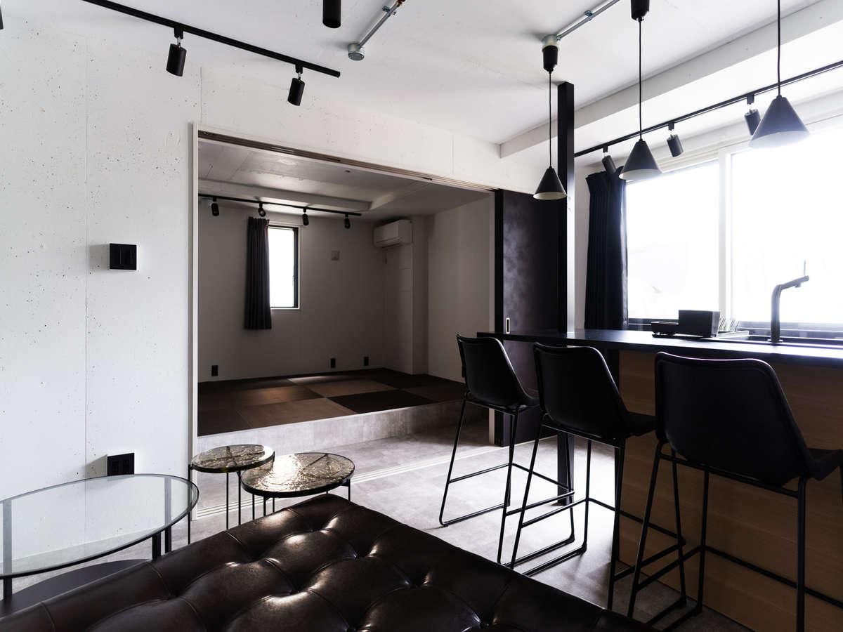スタイリッシュなキッチンと広々な和室
