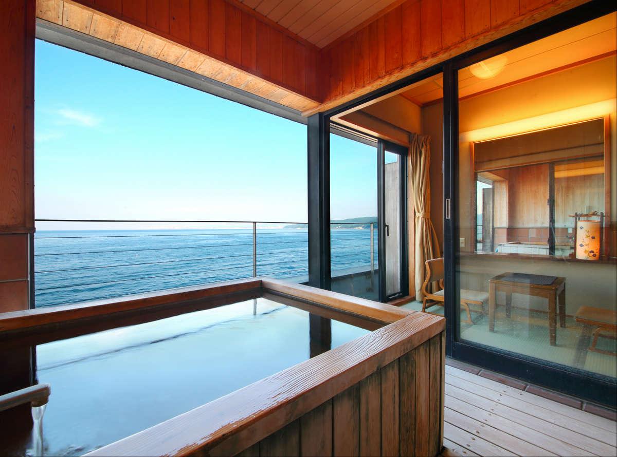 別府湾の眺望をプライベートな客室の温泉からひとり占めできる