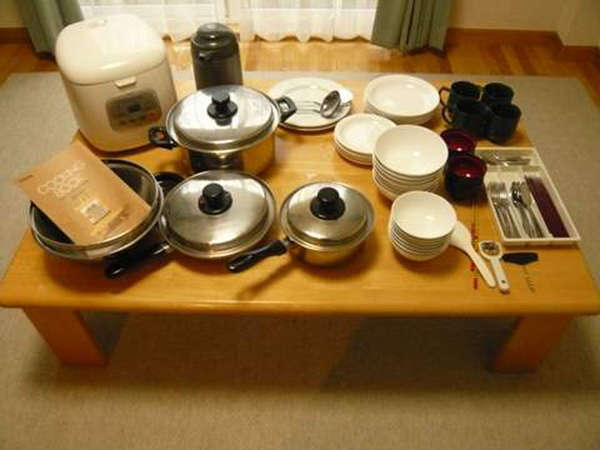 *全てのお部屋に、簡単な調理が出来る器具と食器を完備しています。
