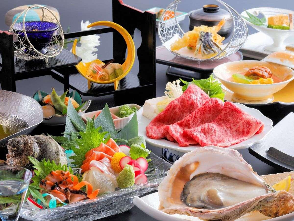 調理長が地元の食材を使って創る、夏限定の和風会席料理(朝野家基本コース)をお楽しみください。