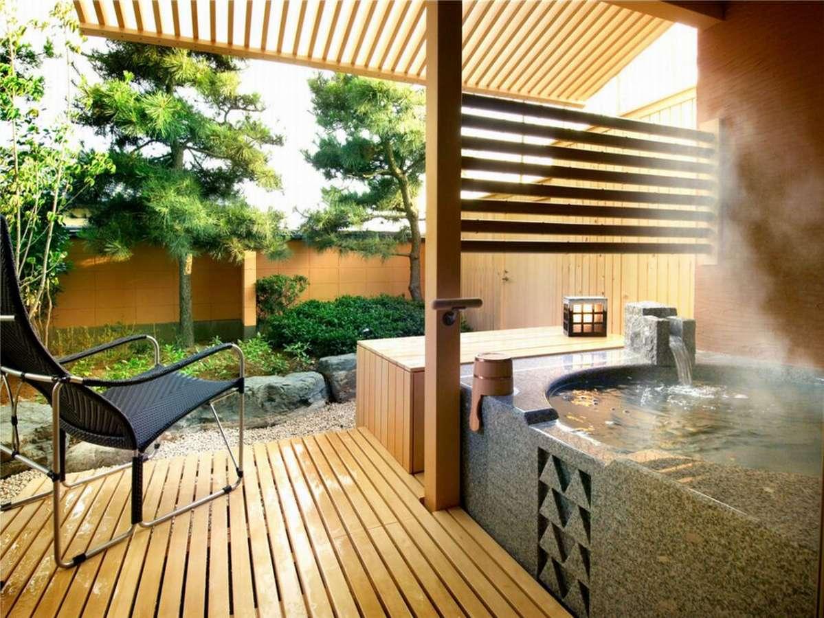 [別邸美悠]坪庭側65平米客室露天風呂※湯船のデザインはお部屋毎に異なります。