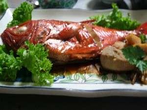 脂がのってる金目鯛の姿煮。切り身とはまた違ったおいしさが味わえる。
