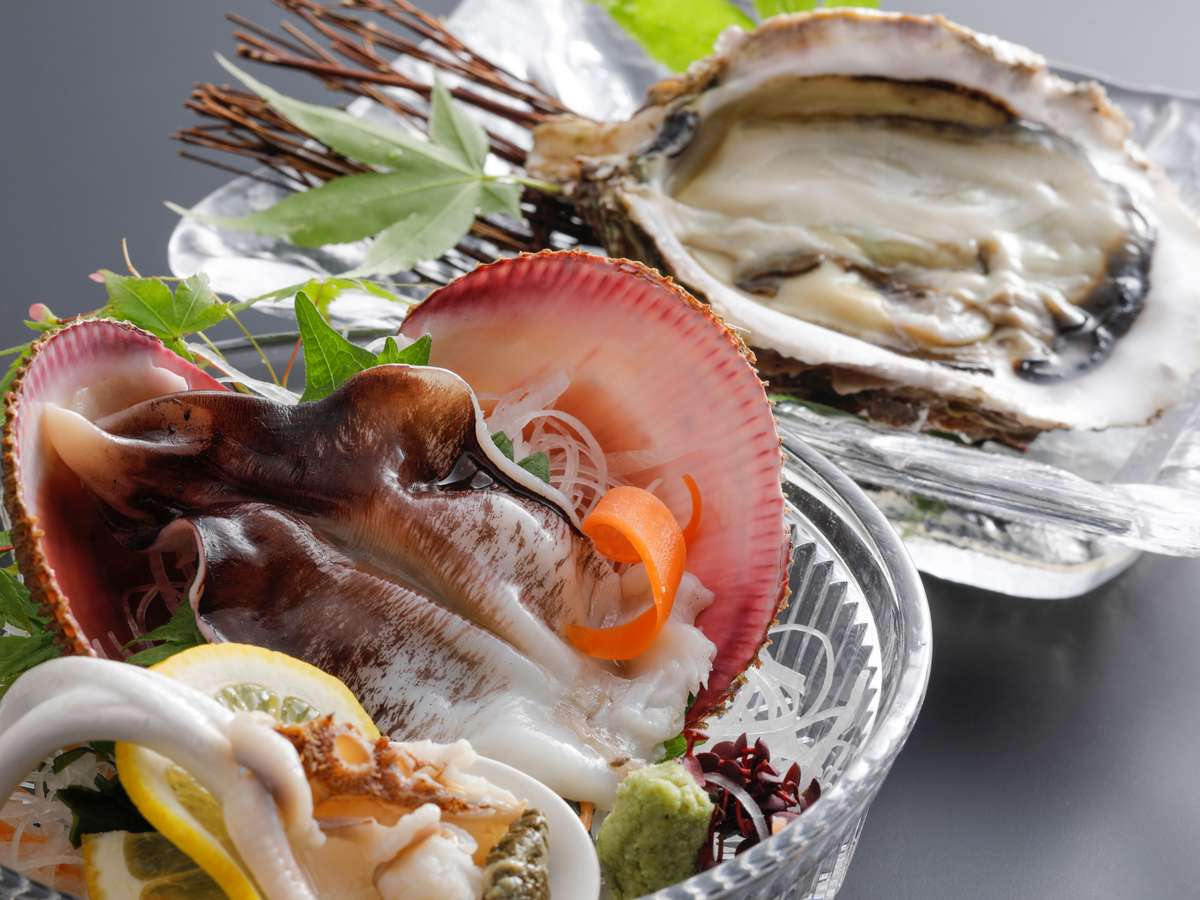 【初夏~夏限定】海のミルクと称される「岩牡蠣」と日本一の「丹後とり貝」を味わう!