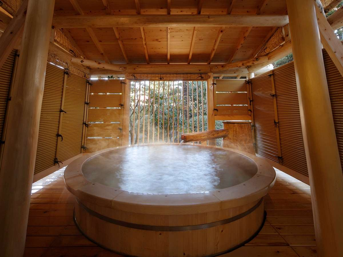 【露天風呂】高野槇の露天風呂