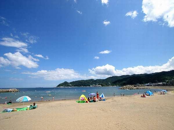 砂浜は広くてきれい!!400台駐車可能な駐車場がビーチサイドにあります