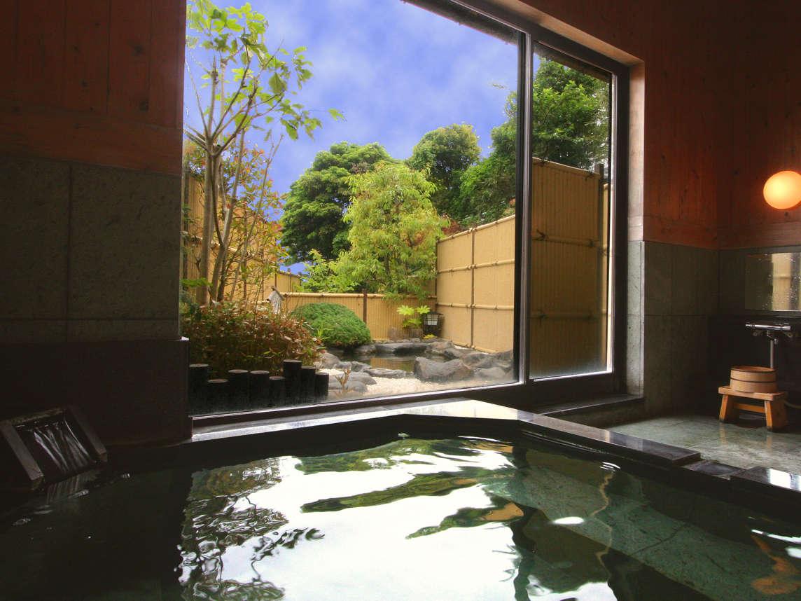 大浴場「浜の湯」は三密を避けるため、3ヶ所の予約不要、無料の貸切風呂として運用しております。