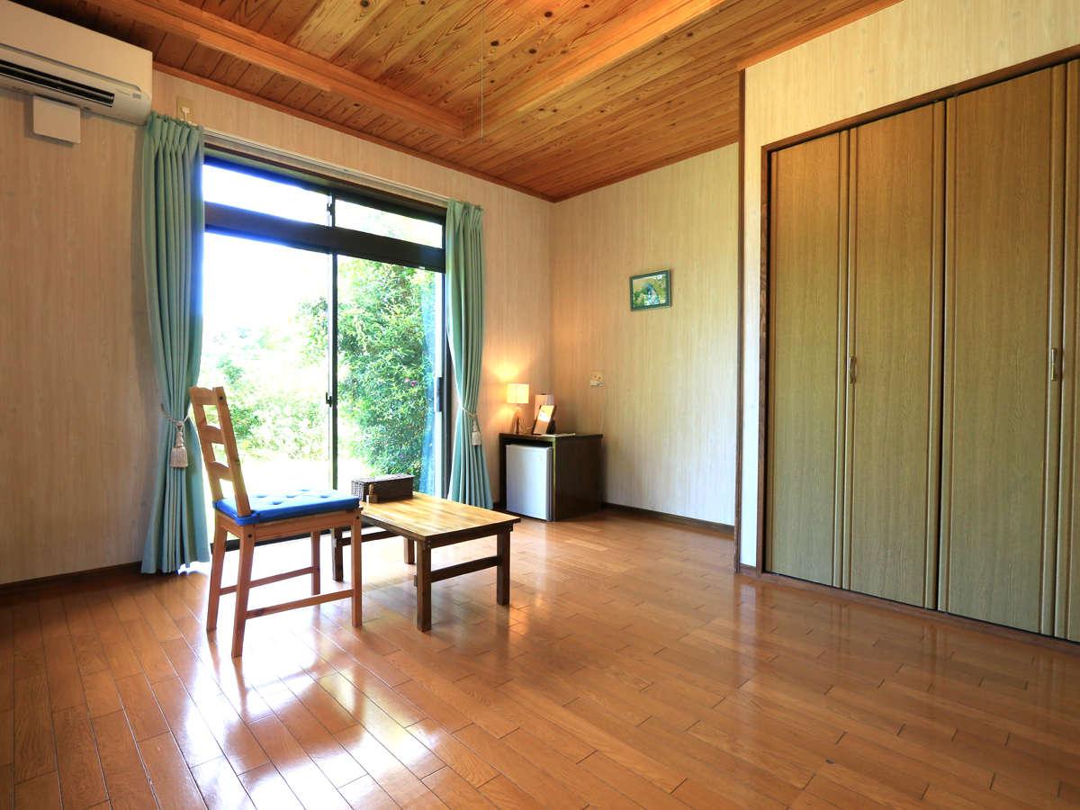 全4室の小さな宿です。客室はすべて緑あふれる庭に面しています。