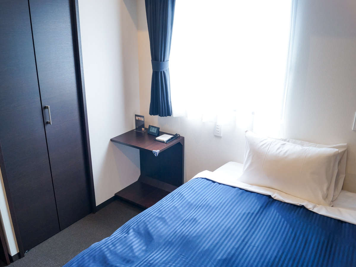 ◆シングルルーム◆シングルルームの御紹介です。シモンズ製ベッドを導入しております。
