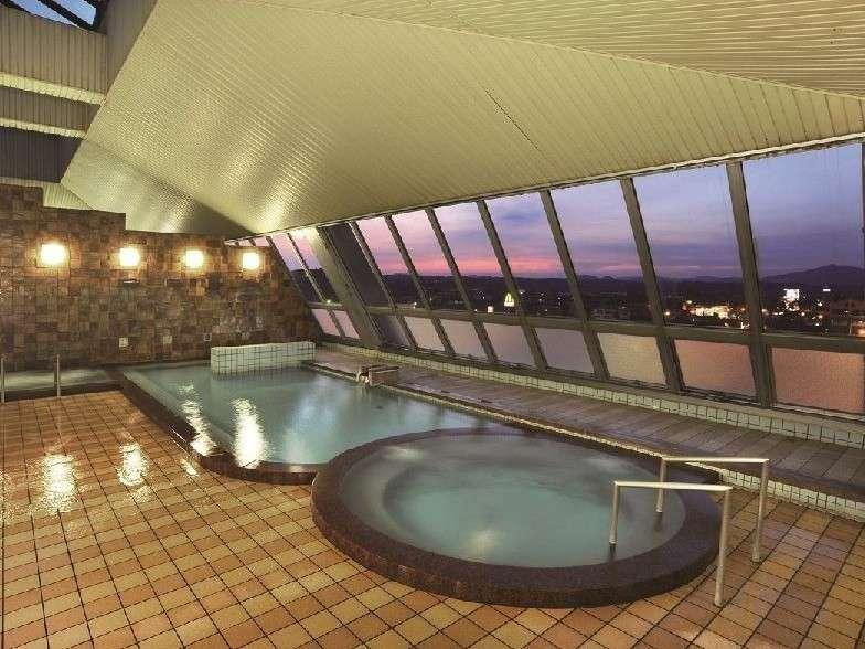 ホテル5階の展望大浴場。広々と寛げるお風呂で抜群の泉質を楽しもう