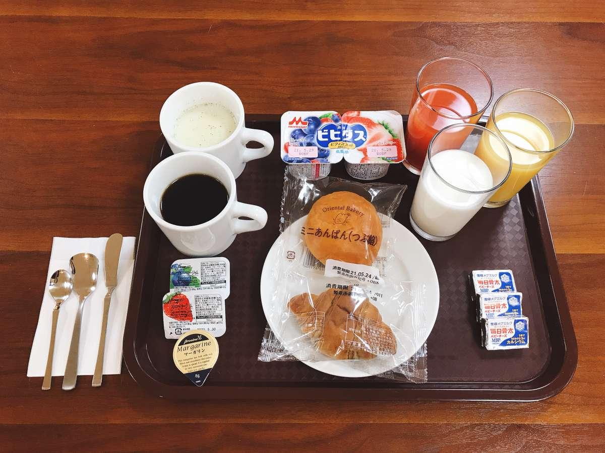 ご朝食はパン・ドリンク・ヨーグルト等の簡単な軽朝食となっております。
