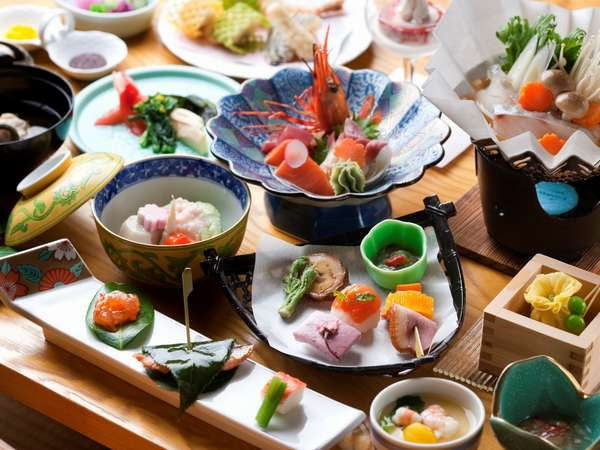 【夕食】旬味を存分にご堪能ください。 おもてなしの心を 『オロフレ膳』の一例。