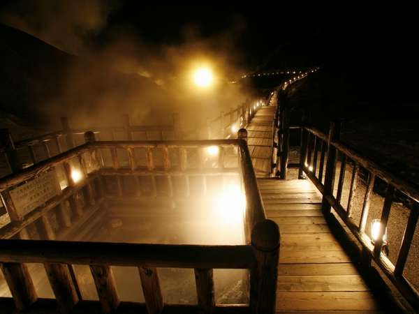 【鬼火の路】幻想的な夜の地獄谷・・・ 鉄泉池までの「鬼火の路」