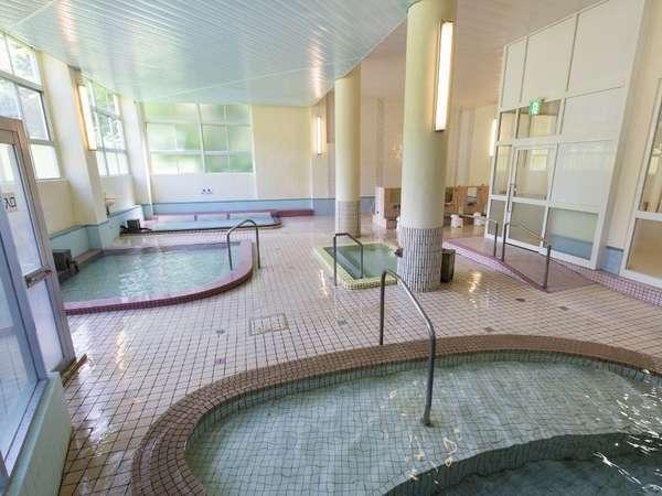 【大浴場】2013年春にリニューアルした女子大浴場は、湯元ならではの豊富な湯量でかけ流し