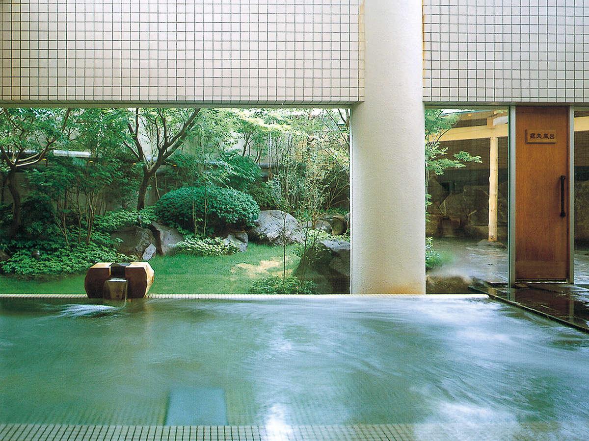 【本館1・2階 大浴場】ナトリウム塩化物泉の天然温泉です。チェックイン後~24時、朝6時~8時迄