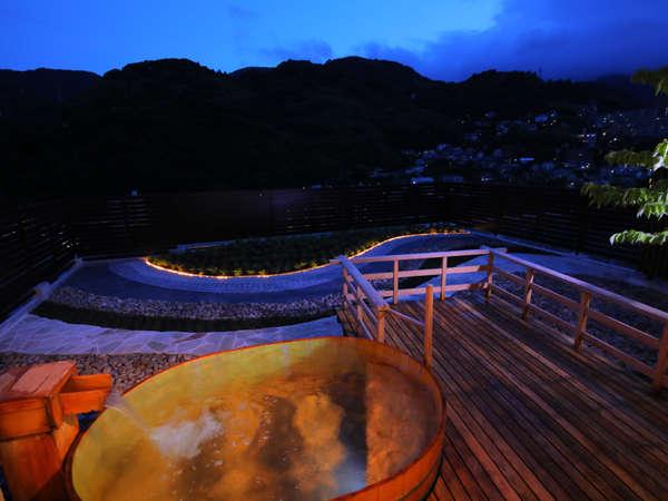 【3階 貸切展望露天風呂】開放感とともに、爽快感のある湯浴みがお楽しみいただけます。