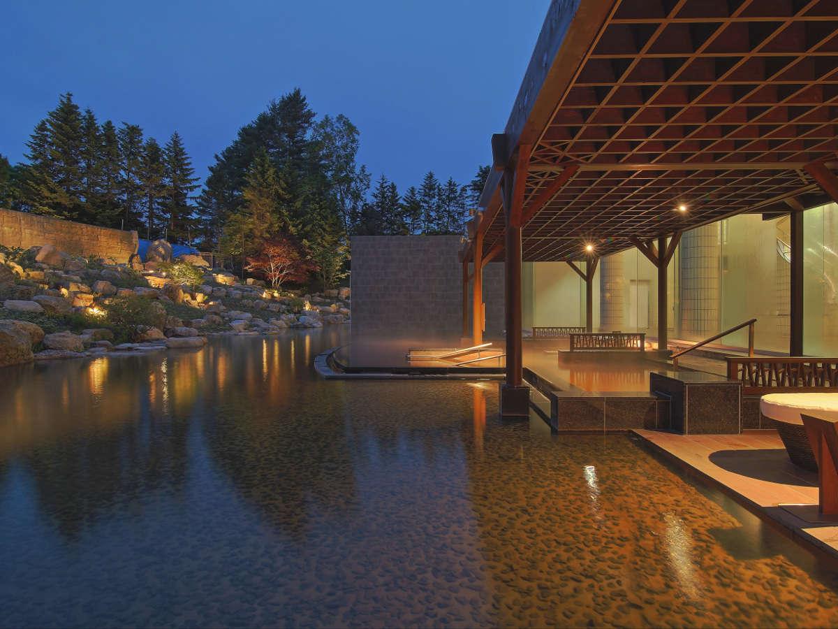 庭園露天風呂「森の清流・滝壺の湯」