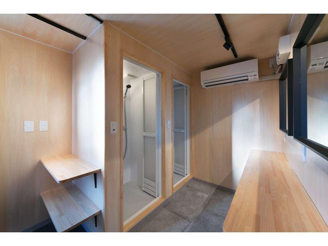 24時間利用可能な、シャワー棟を完備