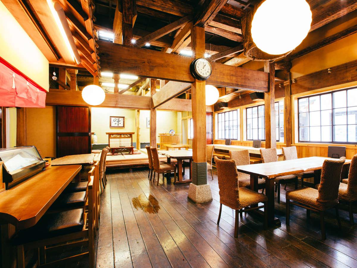 *店内/明るい雰囲気の店内。ごゆっくりとお食事をお楽しみ下さい。