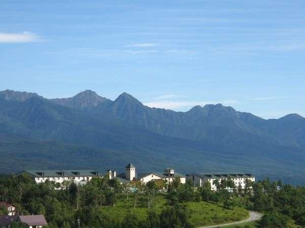 ここは標高1500m!眼の前に広がる信州の名だたる山々を望む。