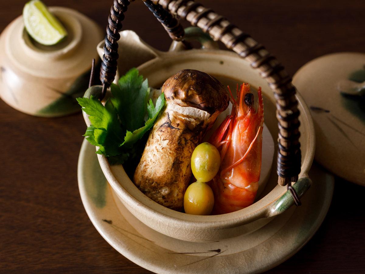 香り高い松茸の土瓶蒸しは秋の風物詩