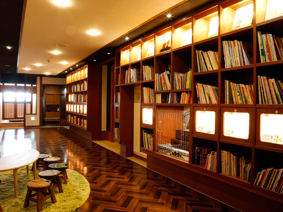 ◆絵本コーナー◆「私も知ってる」本から「はじめて」の本まで1000冊以上の絵本が勢ぞろい♪