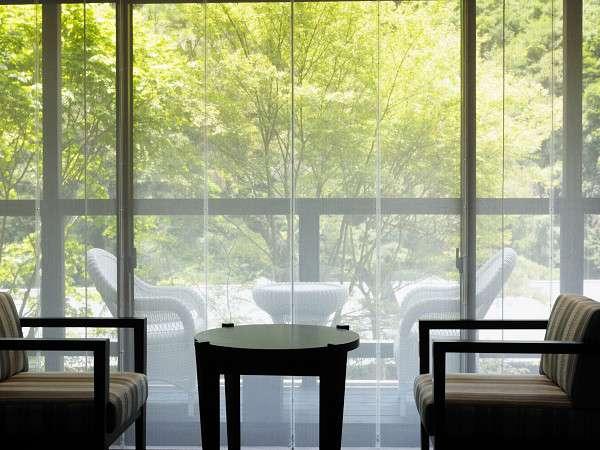 お部屋から新緑をかえで・きりからの眺め