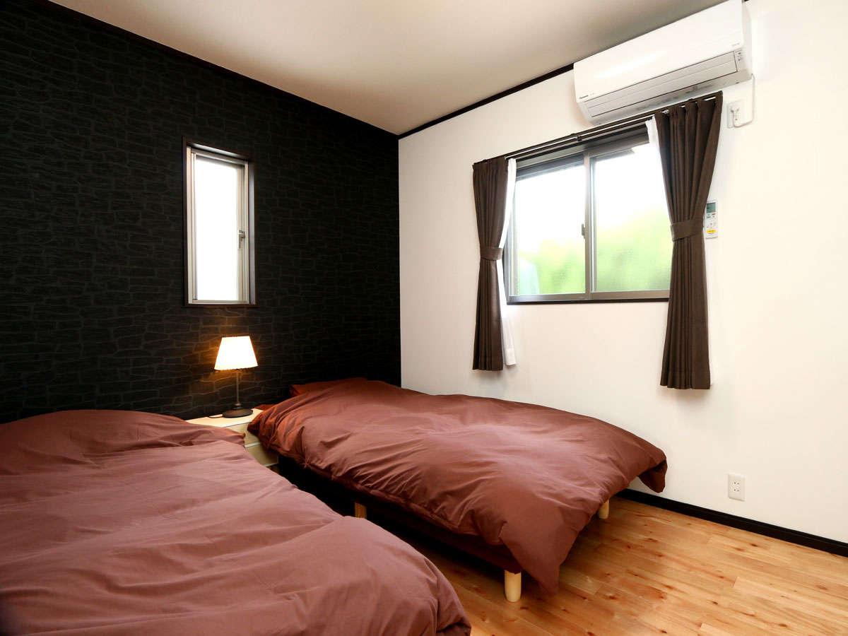 【洋室】1棟に洋室と和室がそれぞれ1部屋ずつございます。