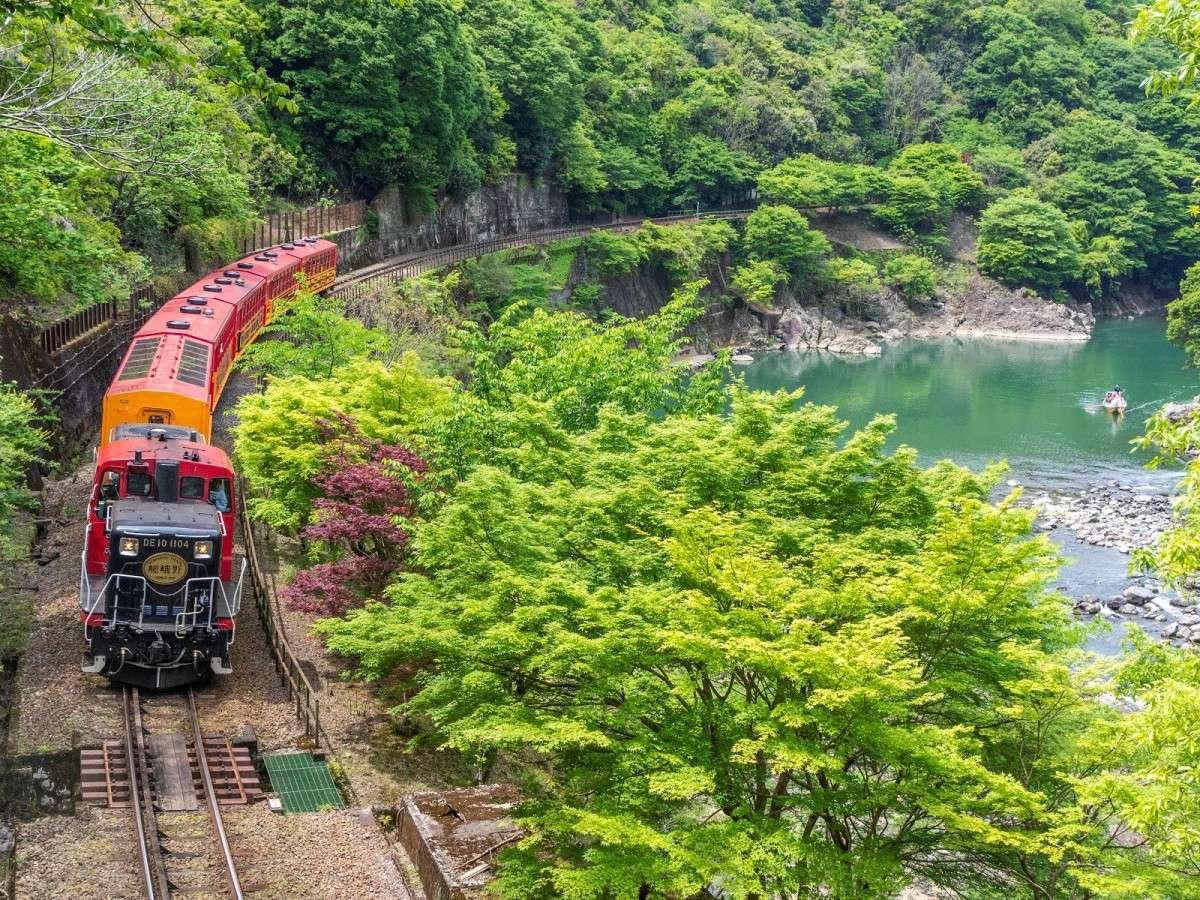 ◆嵯峨野トロッコ列車(ホテルより車で約5分)