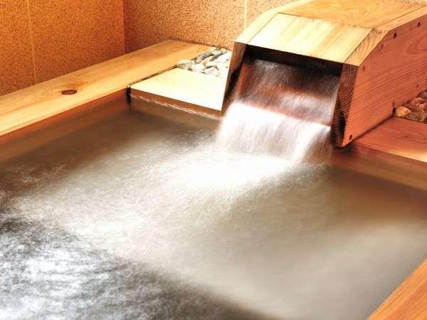 客室専用の内湯(檜)/例 ジェットバス機能などあり。