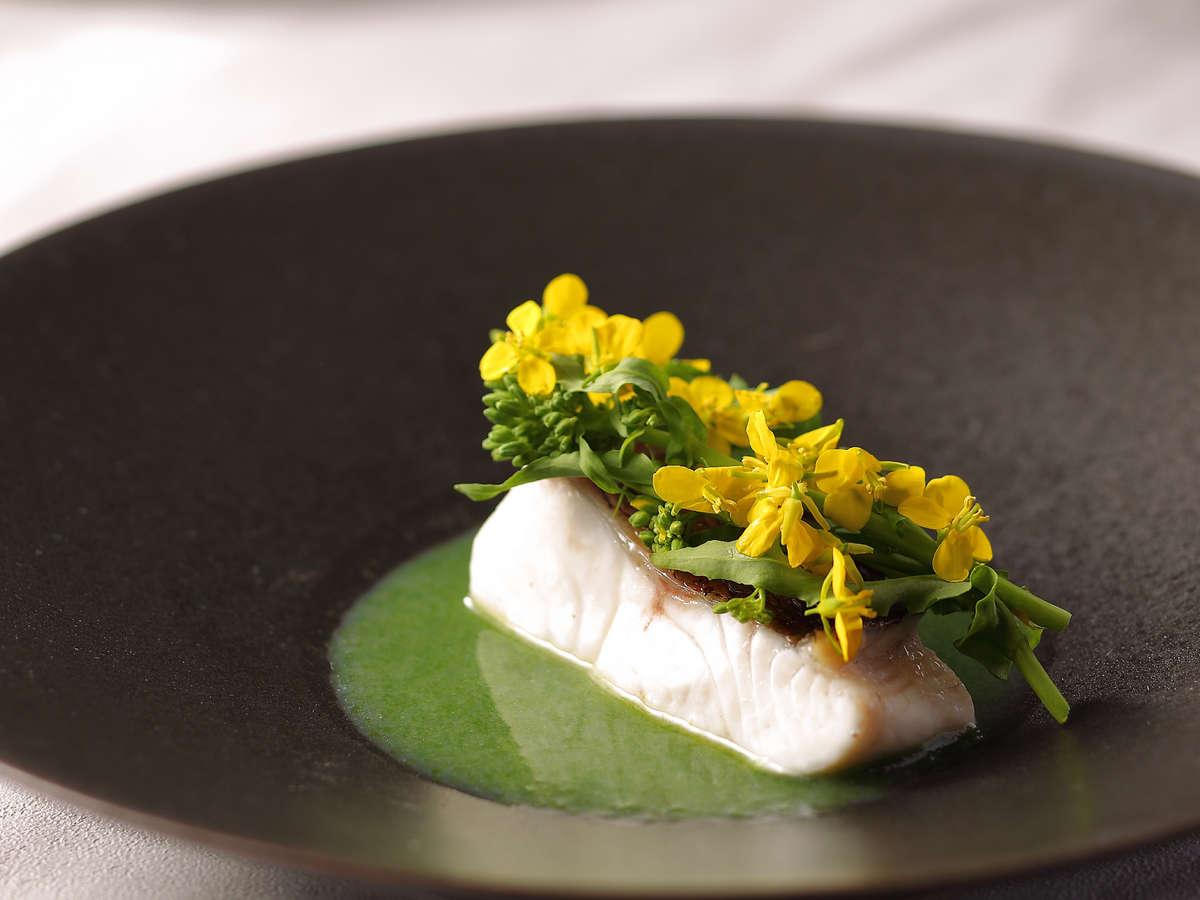 季節のフルコース:真鯛のヴァプール、菜の花、あおさ海苔