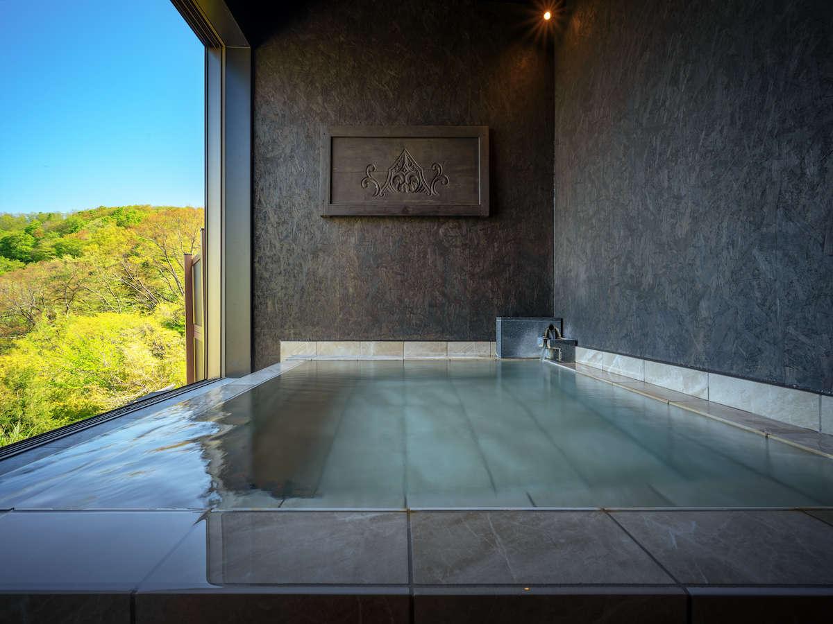【ひとひかり】 客室露天風呂からは巡り巡る季節の風景をお楽しみいただけます。